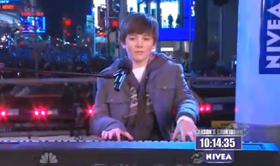 "Greyson Chance performs ""Paparazzi"" on New Year's Eve 2010 2011"