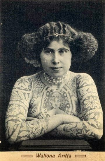Vintage tattooed woman: Tattoo Trends - Flowers