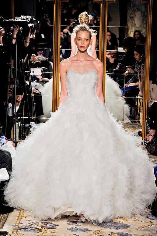 """...E o prêmio """"Vestido dos Sonhos"""" da semana de moda de inverno 2012 em NY vai para..."""