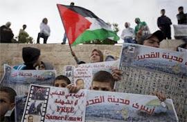 Milhares fazem greve de fome contra Israel