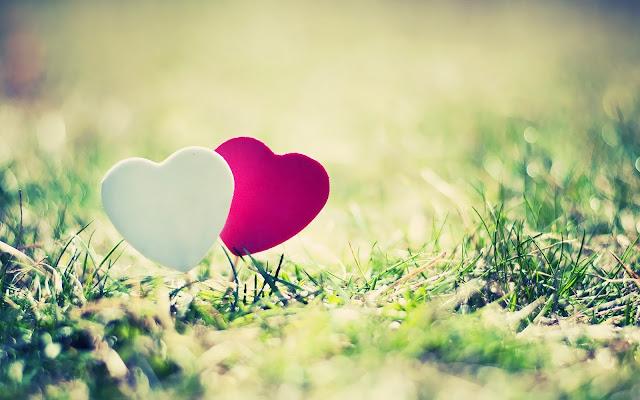 Wallpaper met wit en rood liefdes hartje