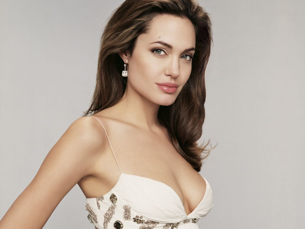 http://4.bp.blogspot.com/-zMi-kwzN2Ns/T5lWW8jgzEI/AAAAAAAAAAg/NZ_yd1iVxy4/s1600/Angelina+Jolie+wallpapers+10.jpg