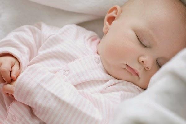 giữ ấm cho trẻ trước khi ngủ