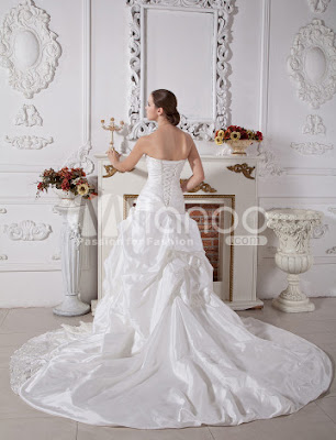 Elégante robe de bal Sweetheart bretelles perlée Robe de mariée en taffetas Applique