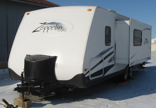 Travel trailer with hitch