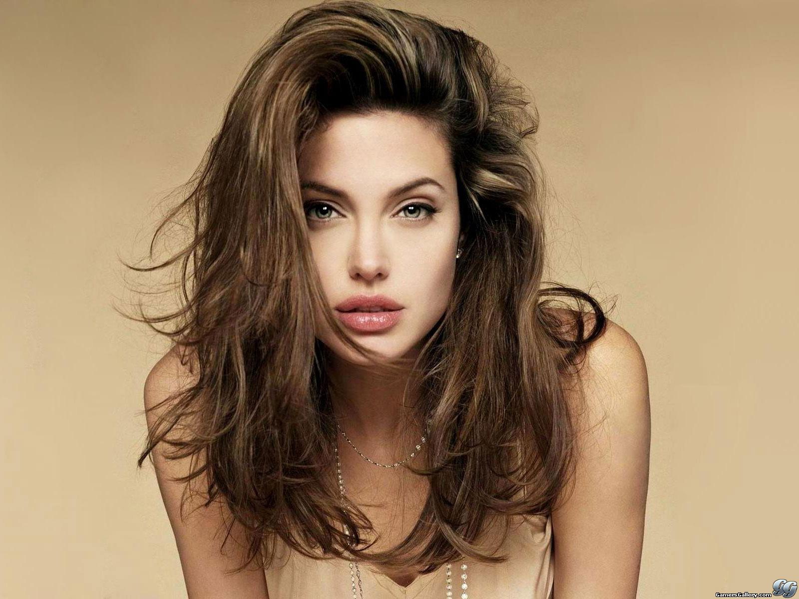 http://4.bp.blogspot.com/-zNyF4OyAwMg/TZ7mGt9mVYI/AAAAAAAAAD8/lwSFjAZpg_8/s1600/coiffure-angelina-jolie.jpg