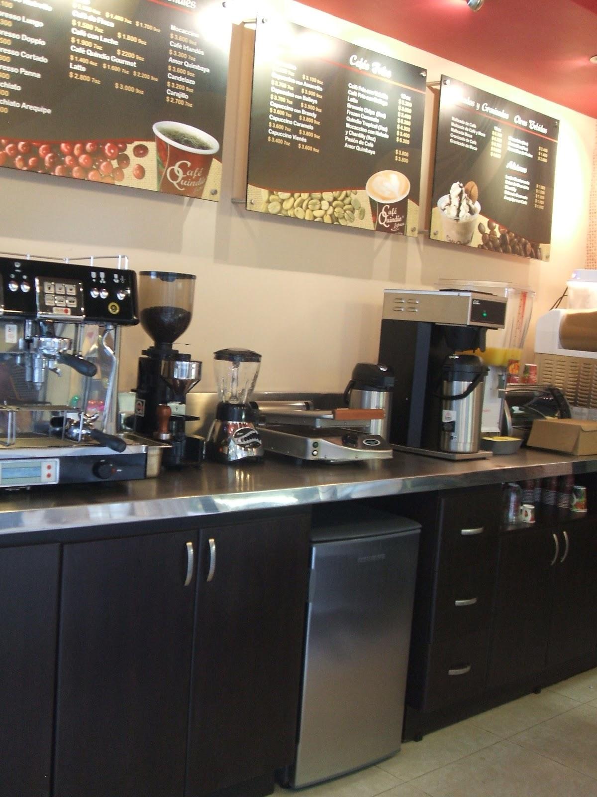 MUEBLES PARA LOCALES COMERCIALES: CAFE QUINDIO (C.C. Fundadores- Manizales)