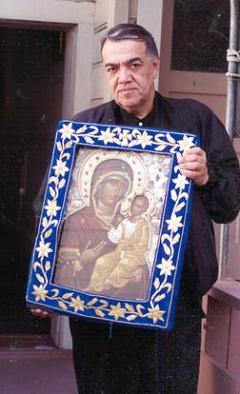 Икона Божией Матери Иверская – Монреальская Мироточивая и брат Иосиф