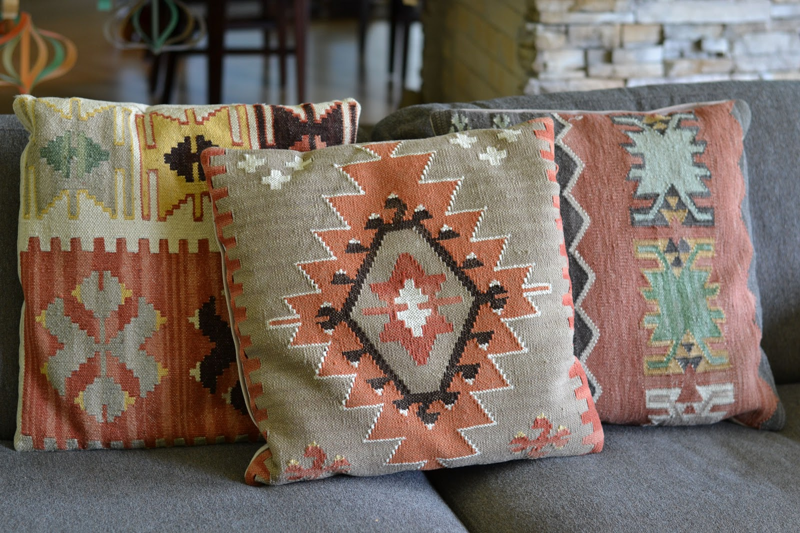 I can totally make that: Vintage Monday: Kilim pillows