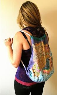 http://www.tipy.pl/artykul_16470,jak-zrobic-plecak-plazowy-ze-starej-koszulki.html