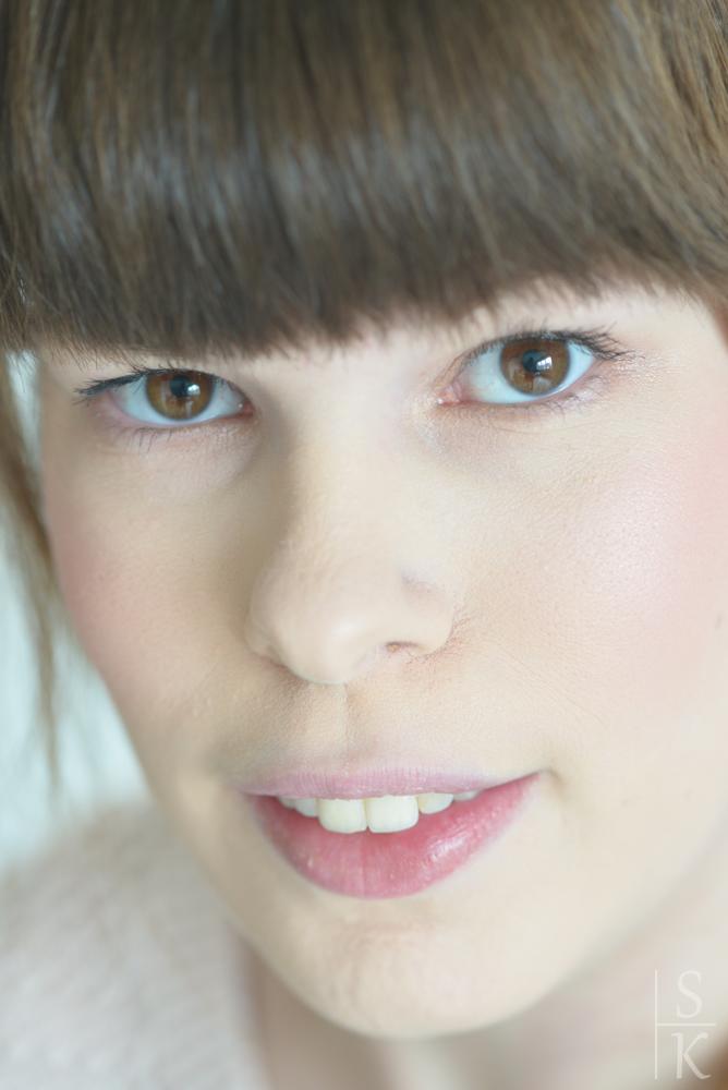 """Tragebild vom Blush und Highlighter aus der """"Cinderella"""" - Trend Edition von Essence"""