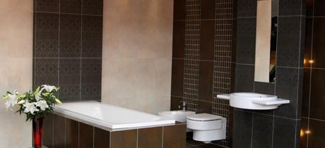 Modelli moderni di pavimenti e rivestimenti bagno