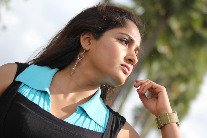 madhavi latha from usuru movie, madhavi latha new cute stills