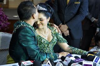 Anang dan Ashanty melakukan konferensi pers setelah resepsi pernikahan di Hotel Shangri-La, Jakarta,
