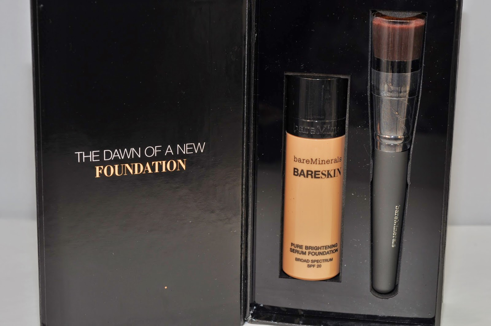 bareMinerals Bare Skin Pure Brightening Serum Foundation