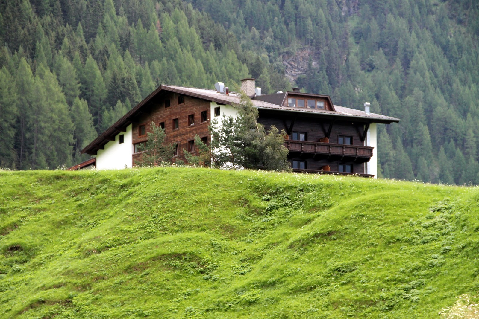 les trouvailles de towanda autriche 2012 jour 3 suisse liechtenstein et entr e en autriche. Black Bedroom Furniture Sets. Home Design Ideas