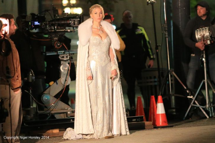 Once Upon a Time - Episode 4.08 - BTS of Elizabeth Mitchell