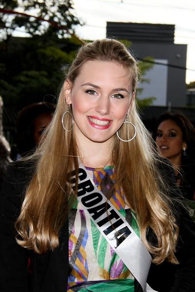 Miss Universe 2011 - Contestants  - Museum Tour-23