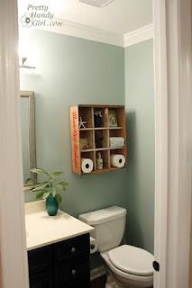 stanza da bagno verniciata immagine