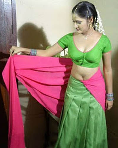 gallery desi aunties hot saree stills and pics mallu desi aunties hot