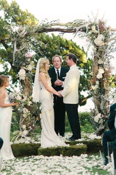 арка из цветов для оформления морской свадьбы