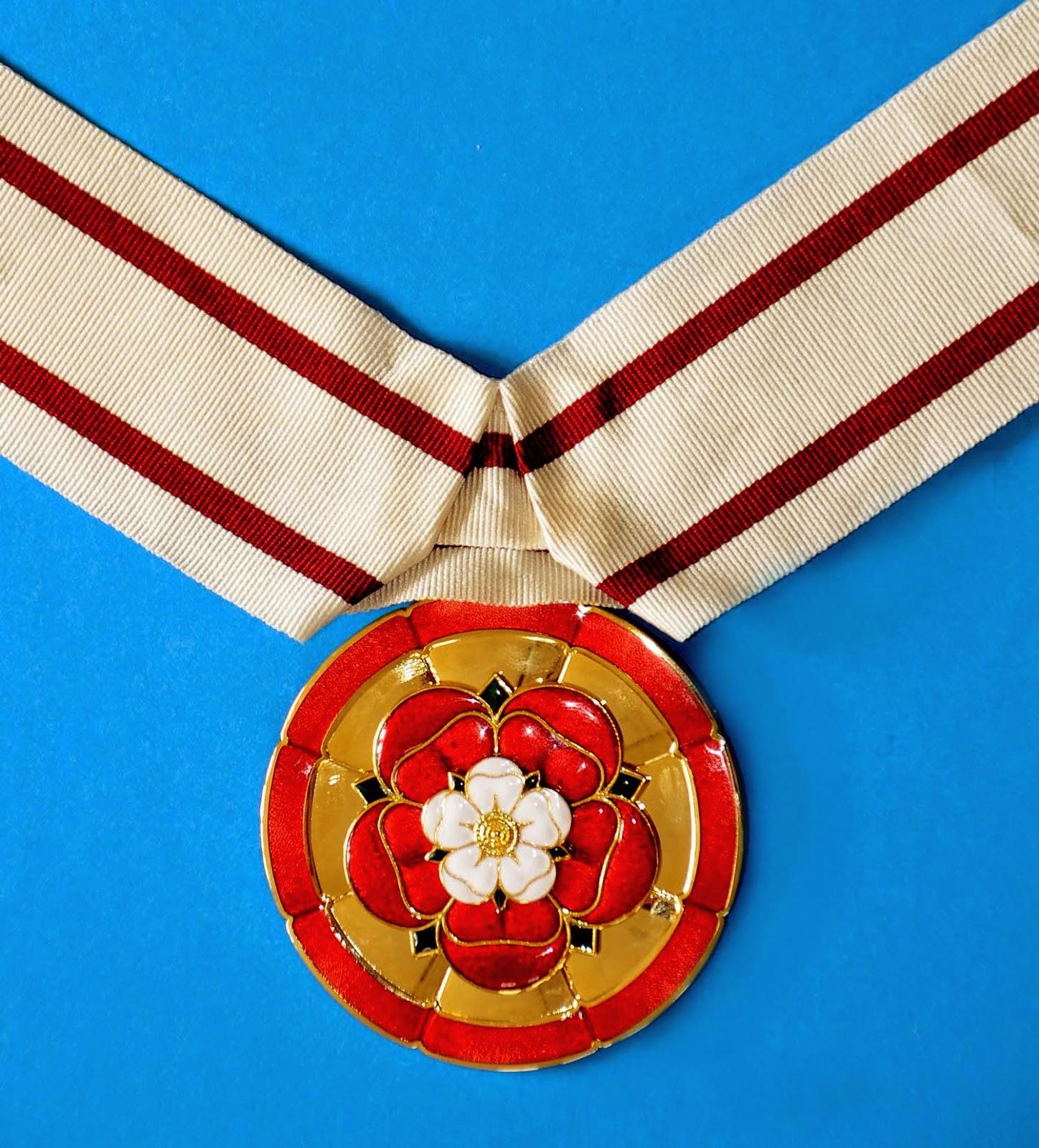 Male Deputy Lieutenant Badge  (From Lord Lieutenant of Kent website)