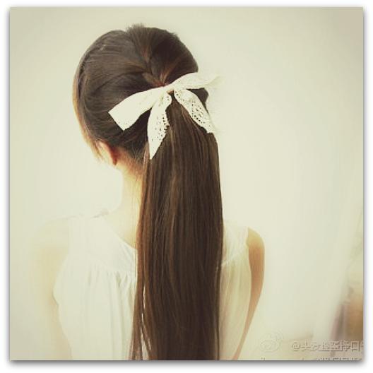 Причёски с белыми лентами
