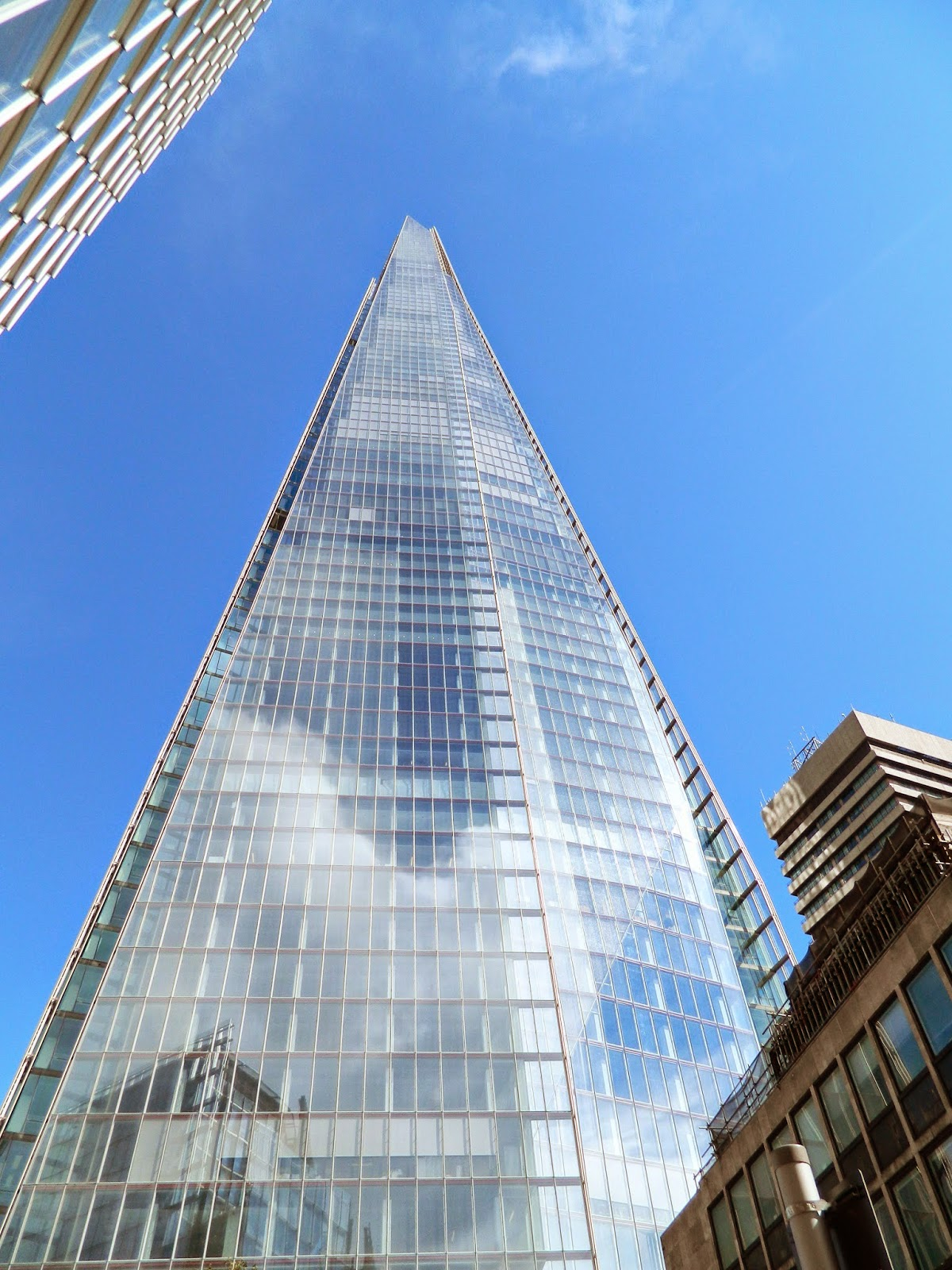 the shard sun clear day blue