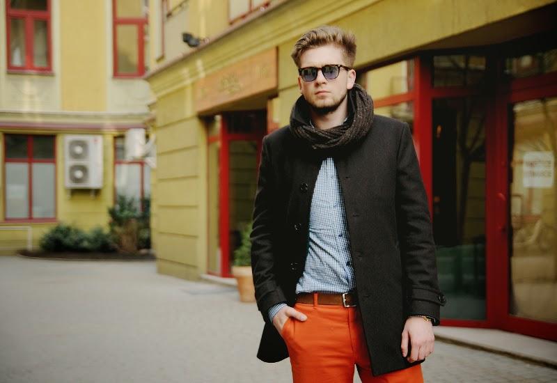 pomaranczowe spodnie chino