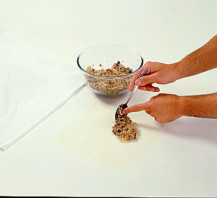 طريقة سهلة لطي ورقة البسطيلة على شكل ...