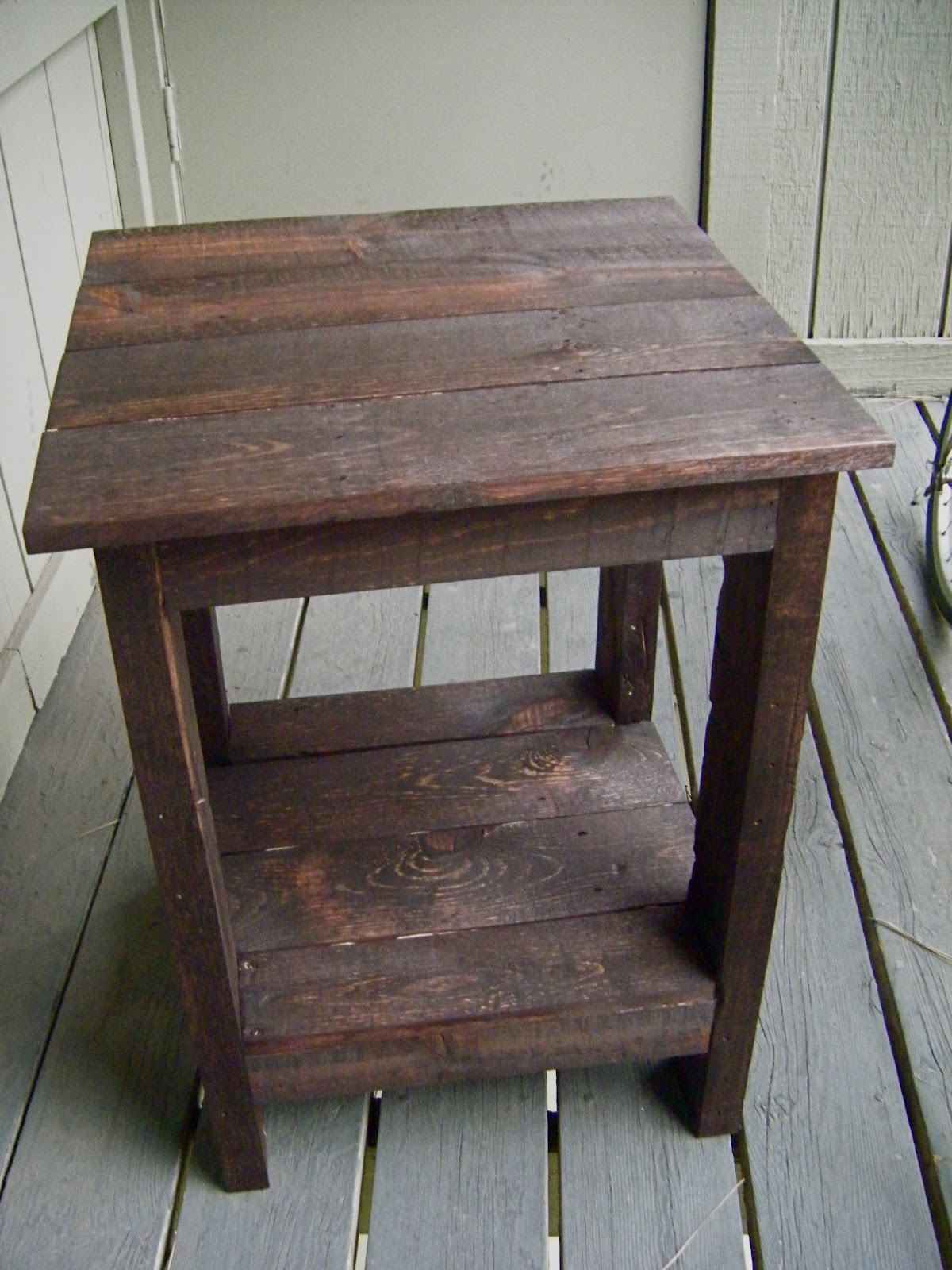 Eat live play side table pallet redux for Diy coffee and end tables