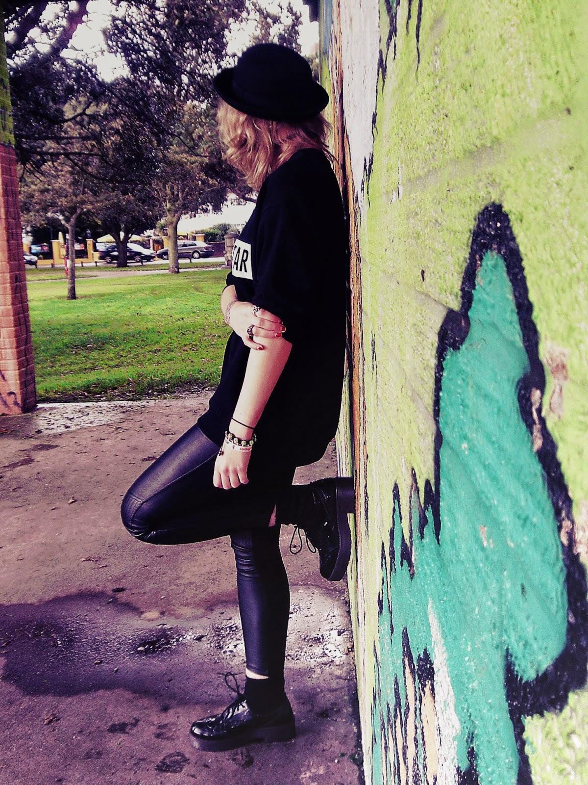 bowler hat, faux fur coat, faux fur jacket, biker leggings, biker style, chunky shoes, platform shoes, ankle socks, zara jumper, choker, 90's, hipster ootd, hipster, autumn ootd, autumn outfit
