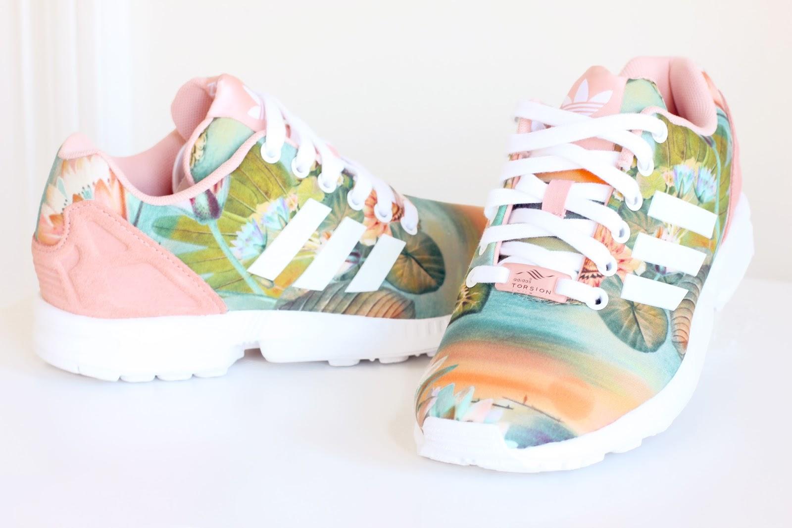 adidas skor med blommor