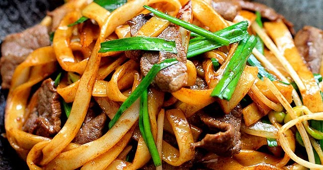 prince sam beef chow funpanfried rice noodles // china