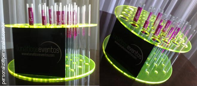 bandeja em acrilico para drinks em tubo de ensaio