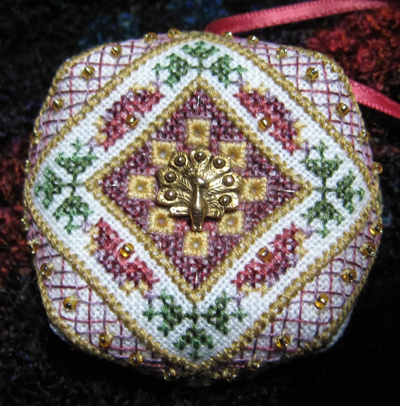 http://4.bp.blogspot.com/-zS9SkSTnUeI/UusW_TZINUI/AAAAAAAABcQ/pzVJVmcx0EI/s1600/TW-Peacock+Tapestry+Orn.+Biscornu.JPG
