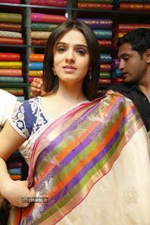 Actress-Lucky-Sharma-Siddhika-Sharma-at-Kalamandir-Showroom-Launch