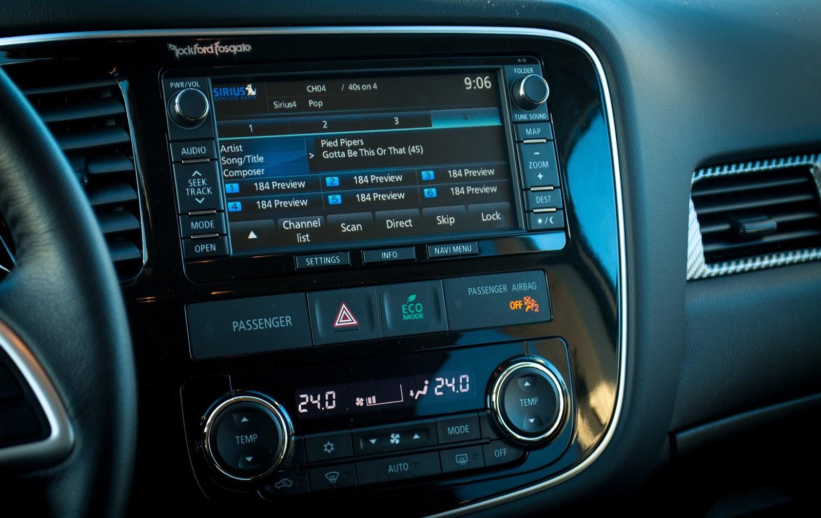 2015 Mitsubishi Outlander GT dashboard
