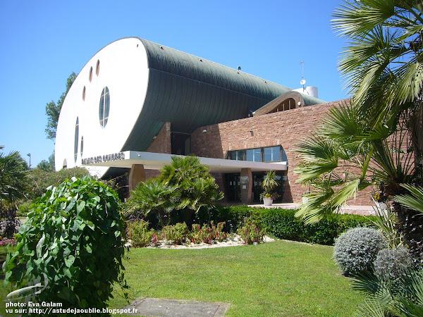 La Grande Motte - Le Palais des Congrès  Architecte: Jean Balladur (avec J. Arnihac, P. Gineste, P.-G. Dezeuse)  Projet / Construction: 1976 - 1983