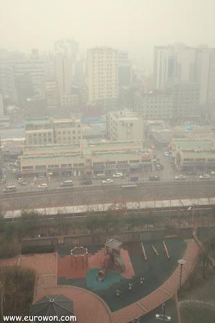 Seúl en un día de hwangsa, polvo asiático