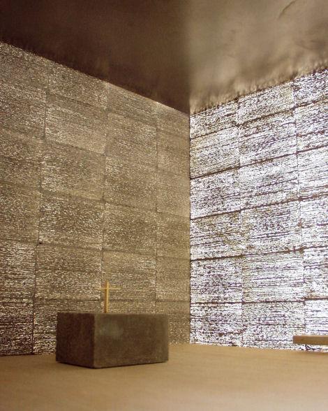 En vez de hacer del cemento un material más débil, la fibra de vidrio hace que sea más fuerte y se ajusta a la perfección a la mezcla.