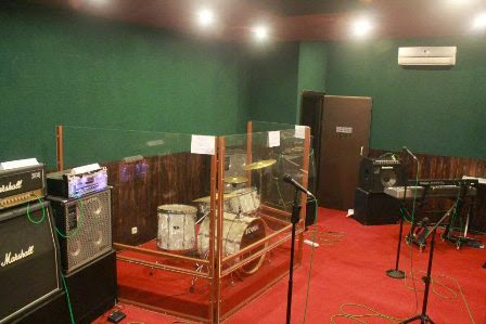 interior ruangan studio musik