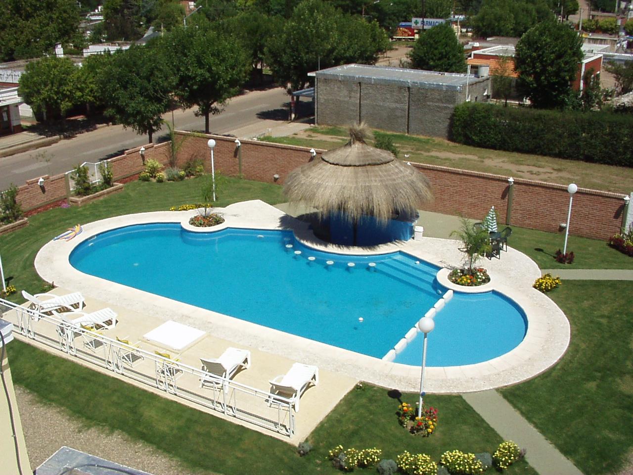 Dise os de piscinas con bar casa dise o - Diseno de piscinas ...