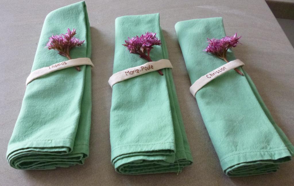 ronds de serviettes personnalis s. Black Bedroom Furniture Sets. Home Design Ideas
