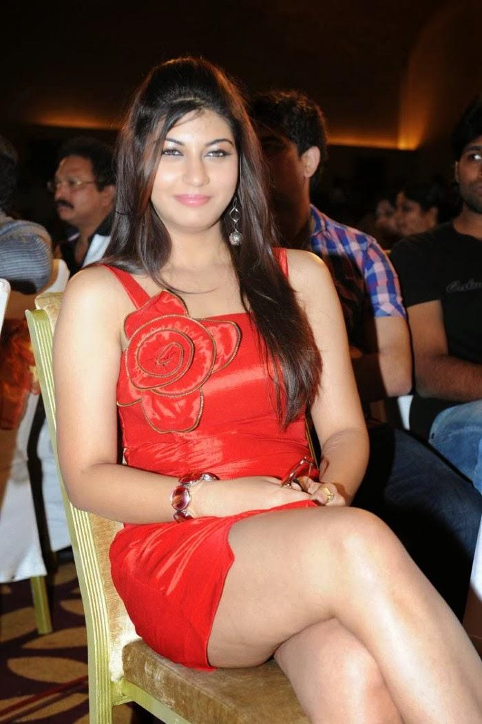sexy bhabhi sarah sarma sexposing thunder thighs hot cleavage in spicy ...