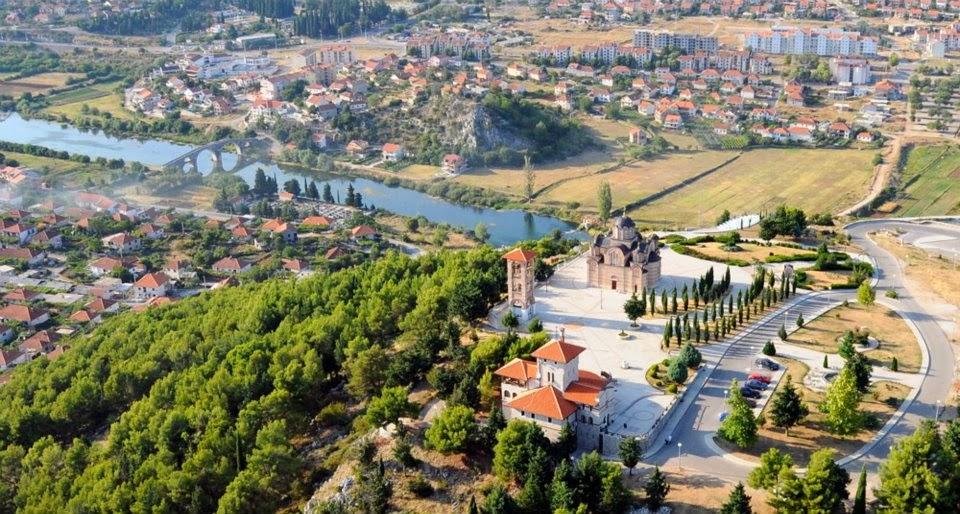 Pogled na manastir Nova Gračanica i Trebinje.  Photo by Ranko Slijepcevic