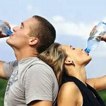 """""""Το πολύ νερό σκοτώνει"""" - ΔΕΙΤΕ πόσο πρέπει να πίνετε"""