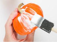 Como decorar abóbora com glitter para o halloween