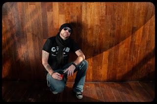 Portret Jeffa Shiffmana - Gitara akustyczna, śpiew, Muzyczni Oprawcy