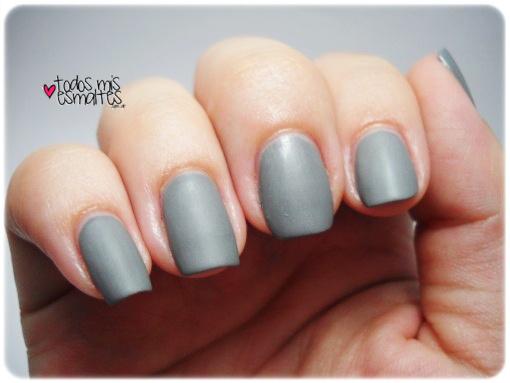 matte-grey-nails
